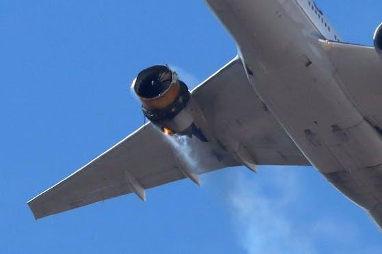 Der United Airlines Flug UA328 mit 241 Personen an Bord musste notlanden