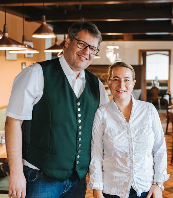 Wirte-Sprecher Thomas Mayr Stockinger und seine Frau Christina betreiben u.a. in Ansfelden einen Gasthof mit Hotel.