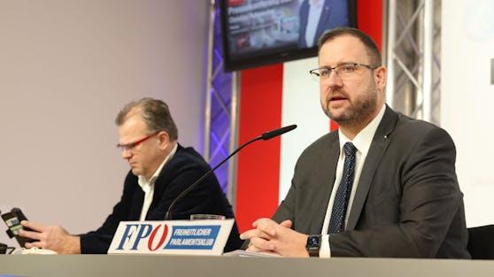 """FPÖ-Mediensprecher Christian Hafenecker ließ am 22. Februar 2021 die """"Bombe"""" platzen"""