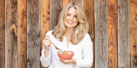 Ernährungsexpertin Sasha Walleczek will zeigen, wie man sich mit wenig Geld gesund ernähren kann.