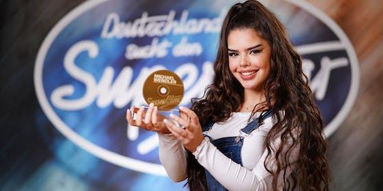 Alia bekam von Ex-DSDS-Juror Michael Wendler eine goldene CD.