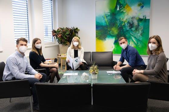 Die Schülervertreter beim Gespräch mit LH-Stv. Haberlander.