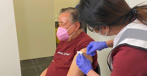 Richard Lugner bekam Dienstagfrüh die Corona-Impfung.