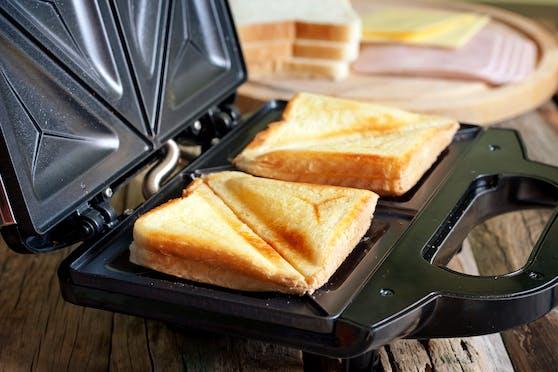 Mit einem einfachen Trick musst du nie wieder getrockneten Käse aus dem Toaster kratzen.