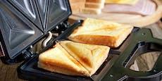 Mit diesem Trick kleben nie wieder Käsereste im Toaster