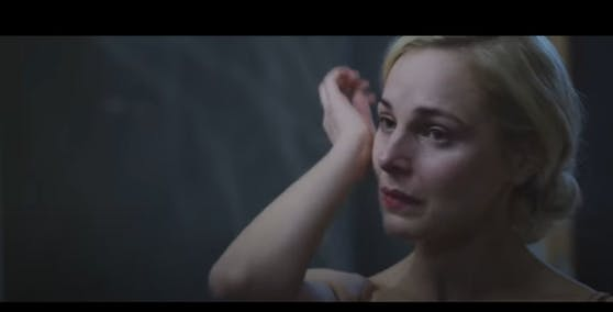 Im Video eines irischen Sängers zeigt sich Silvia Schneider ohne Schminke.