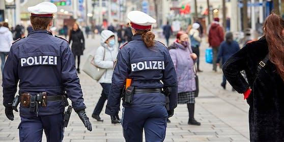 Die Polizei griff ein und nahm die Frau fest.