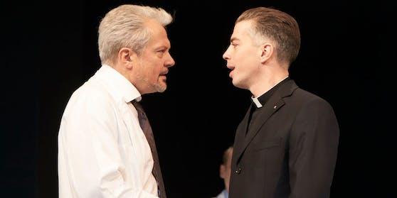 Bernhardi (Föttinger) mit Priester (Stein)
