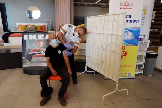 In Israel gibt es bei Ikea eine Impfung gegen das Coronavirus.