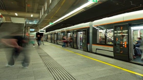An der Straßenbahnhaltestelle Linz Hauptbahnhof kam es zum Überfallsversuch.