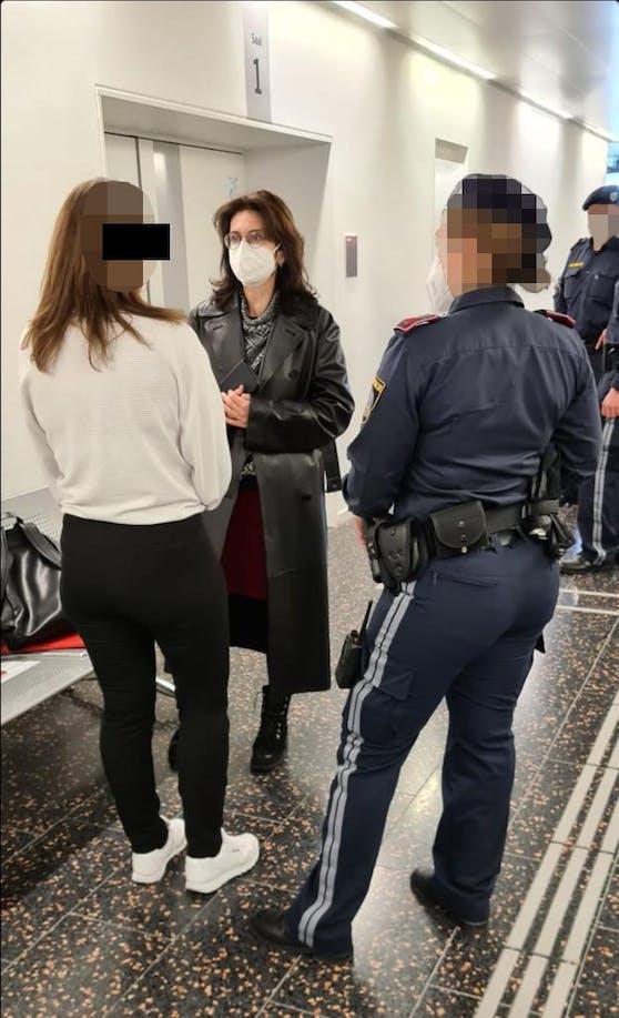 Die Angeklagte mit Anwältin Astrid Wagner