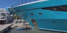 Riesige Luxus-Yacht außer Kontrolle, crasht in Hafen