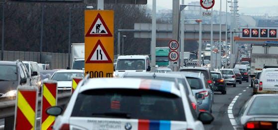 Zäher Verkehr auf der Südosttangente A23 in Wien. Symbolbild