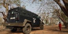Erneut hunderte Schülerinnen in Nigeria entführt