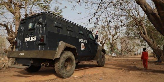 Erneut werden in Nigeria Schulmädchen entführt. Präsident Buhari verspricht sich für ihre Freilassung einzusetzen - Lösegeld zahlen will er aber nicht.