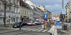 Feuerwehr rückt zu Brand in Wiener Geschäft aus