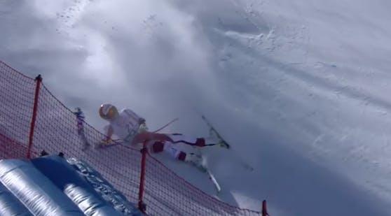 Rosina Schneeberger stürzt, verdreht sich ihr Bein. Sie hat sich wohl schwer verletzt.