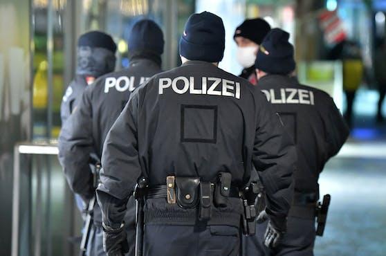 Die Beamten lösten eine illegale Party auf. Symbolbild.