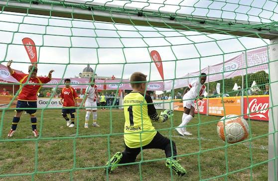 Kinder und Jugendliche könnten sich schon bald wieder sportlich betätigen dürfen.