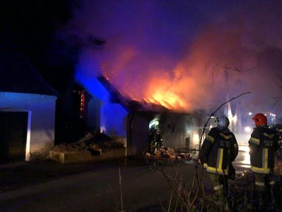 Brand in Poysdorf: Großeinsatz für die Feuerwehr