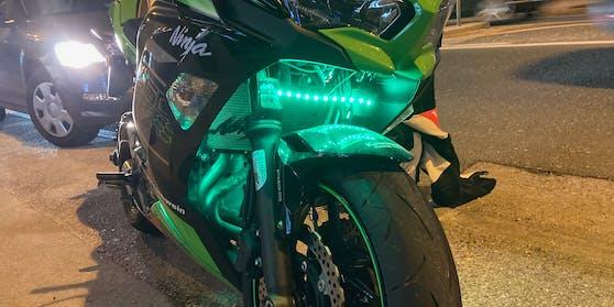 Der Motorradfahrer - offenbar ein Ninja-Fan - war deutlich zu schnell unterwegs.