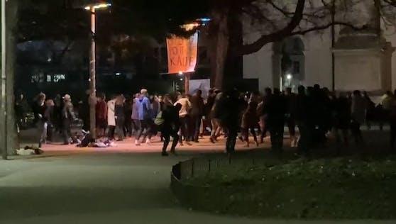 Demo-Rave am Karlsplatz in Wien