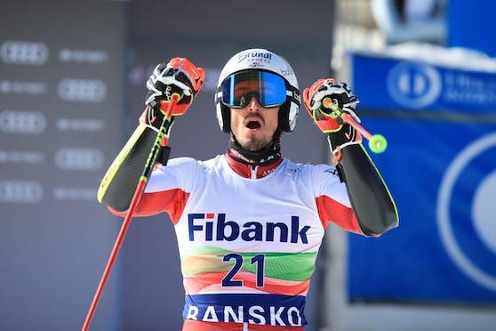 Stefan Brennsteiner zeigt als schnellster Österreicher auf.