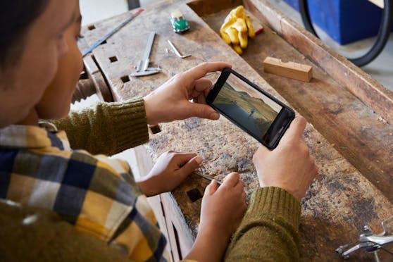 Das Nokia 1.4 ist in den Farben Charcoal oder Fjord im März um 109 Euro erhältlich.