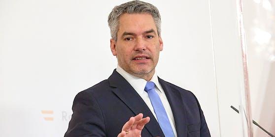 Innenminister Karl Nehammer (ÖVP) ließ Straftäter abschieben.