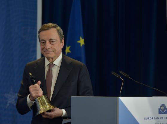 Mario Draghi im Rahmen seiner Verabschiedung bei der EZB. Archivbild.