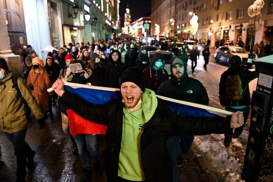 Tausende Menschen beteiligten sich nach Schätzungen von Beobachtern an den Protestzügen.