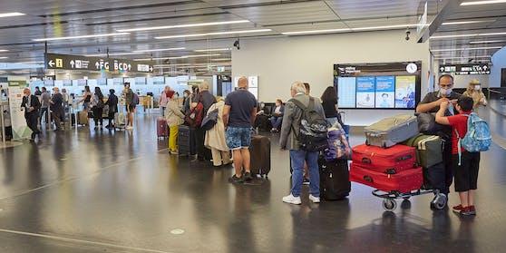 Flug-Passagiere am Wiener Airport.