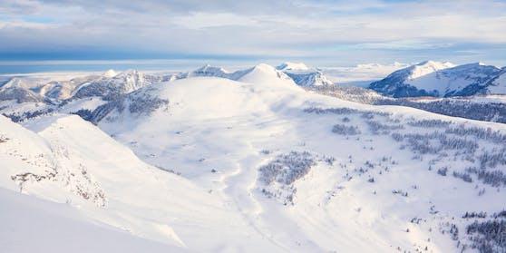 Am Schafberg (im Bildhintergrund) musste am Dienstag eine Teenagerin von der Bergrettung gerettet werden.