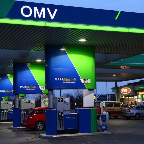 Die Pflegerin brach im Kisok der OMV Tankstelle in Loosdorf zusammen.