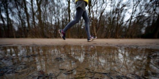 In Eisenstadt kam es am Dienstag (02.02.2021) zu einer Fahrerflucht, nachdem eine Lenkerin eine 22-Jährige erfasst hat. Symbolbild.