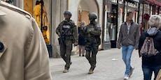 Cobra patrouilliert in Kampfmontur in Wiener Innenstadt