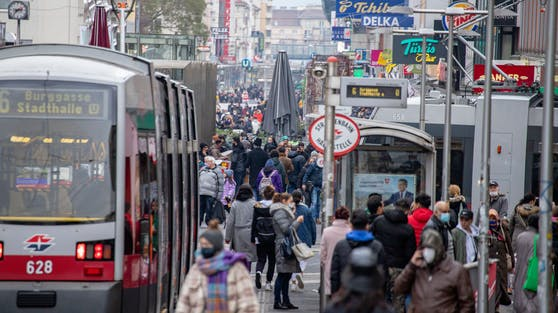 Am ersten Tag nach dem 2. Lockdown strömten in Österreich Massen auf die Straße.