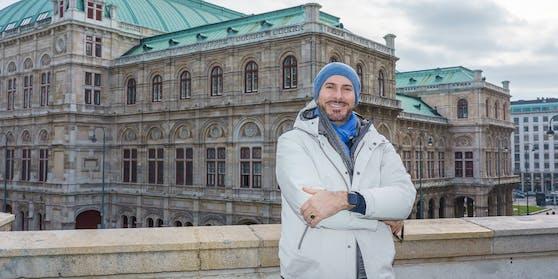 """Clemens Unterreiner beim Spaziergang mit """"Heute""""."""