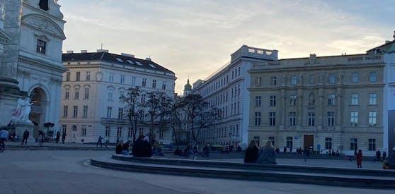 Am Karlsplatz versammelten sich am Donnerstag zahlreiche Wiener