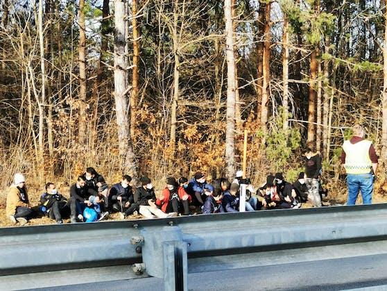 Flüchtlinge im Bezirk Mödling vor rund 3 Monaten (Symbolfoto)