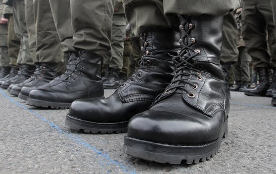 Die Stiefel der Rekruten des Bundesheeres. Archivbild