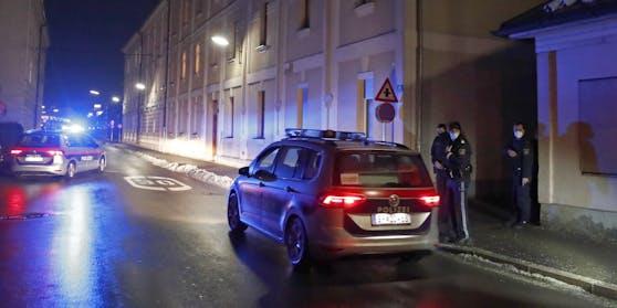 Die Polizei musste zu einem Mehrparteienhaus anrücken. Symbolbild.