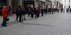Wieder Riesen-Schlange vor Bäckerei in Wiener City