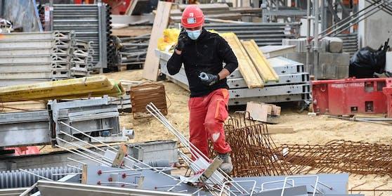 Maskenpflicht am Bau - auch im Freien.