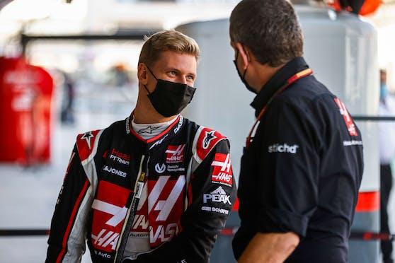 Mick Schumacher undd Nikita Mazepin erhalten eine Crash-Warnung.