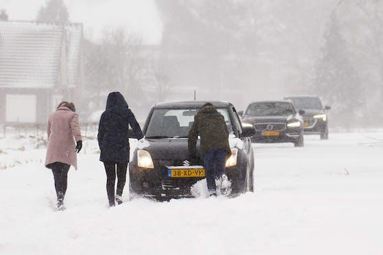 Die niederländische Regierung hatte erst am Samstag neue Schnee-Regeln erlassen, die etwa den Mindestabstand bei Schneeball-Schlachten regeln.