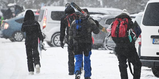Die Polizei geht gegen illegale Ski-Touristen vor.