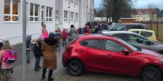 Kinder müssen eine Stunde für Test vor Schule warten