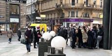 Für Rabatte standen Wiener vor Geschäften Schlange