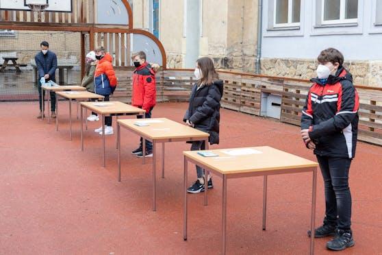 Die Teststation der Sport-Mittelschule Wittelsbachstraße bei einem Besuch von Bildungsminister Faßmann vergangene Woche in Wien.